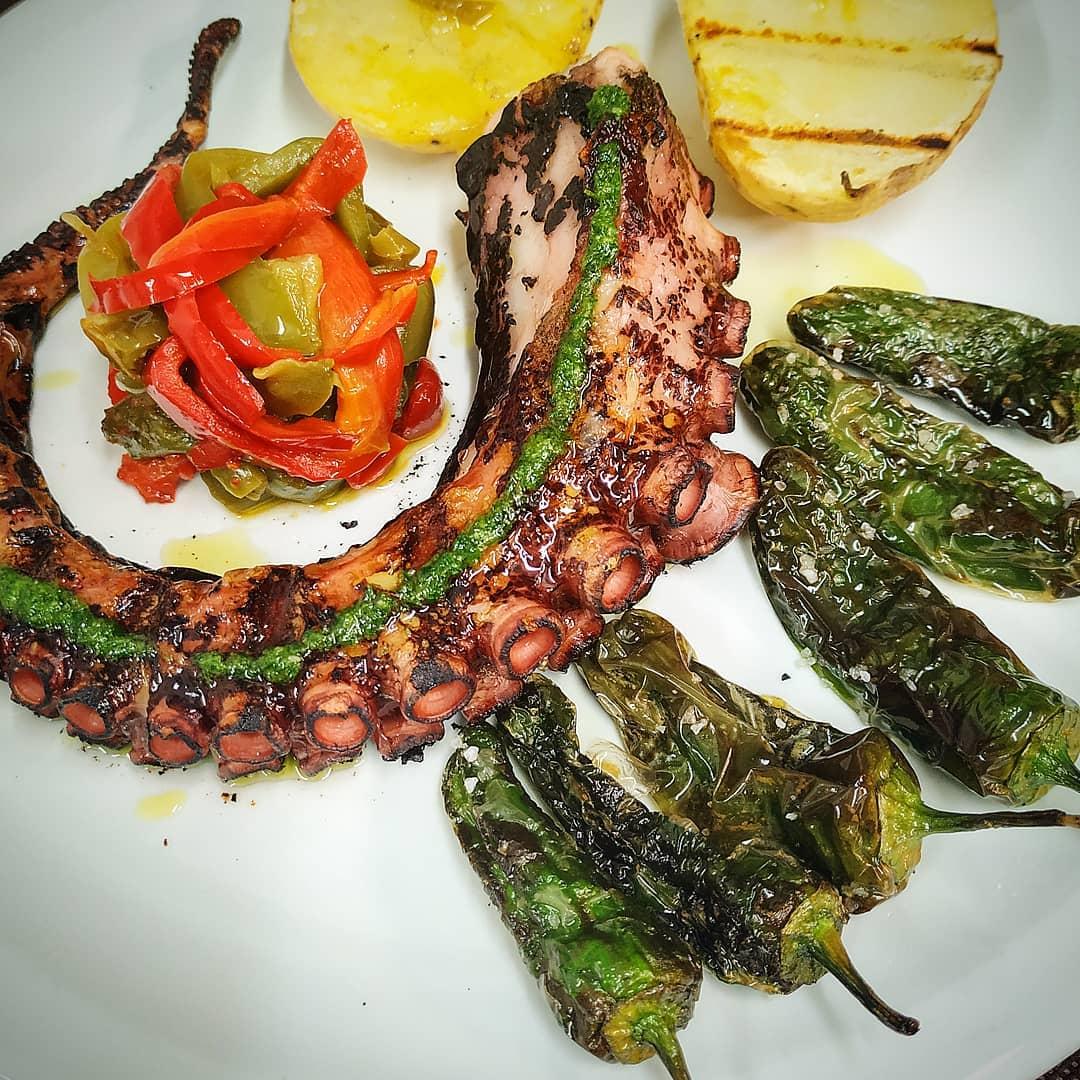 Taverna Cal Roka els reis del pop a Andorra la Vella Al nostre Restaurant Taverna Cal Roka pots gaudir del nou 'revival' i reinterpretació del 'polbo á feira', les receptes més originals i sabroses.
