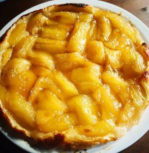 Hoy os traemos un clásico de la repostería francesa del que seguramente todos habéis oído hablar, la famosísima tarta Tatin