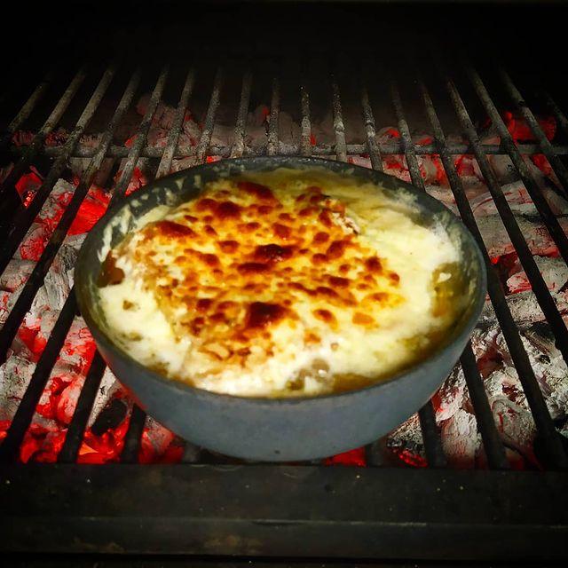 Sopa de ceba gratinada al forn de carbó Josper - Soupe gratinée à l'oignon au four charbon Josper