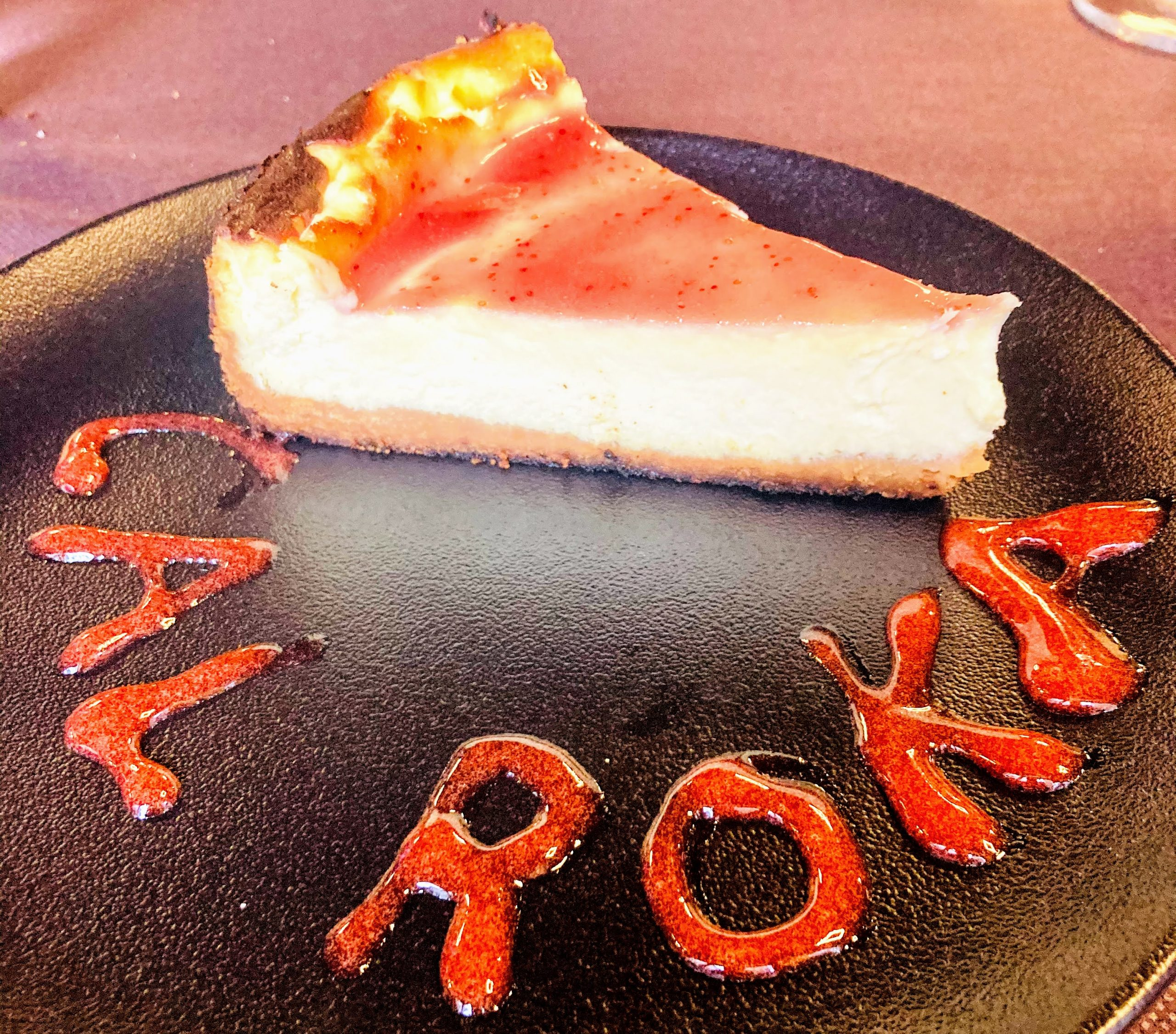 Avui hem fet un superpastís de formatge que hem cuinat al forn de carbó Josper. Sens dubte la millor opció dolça per als vostres àpats a Restaurant Japonès Taverna Cal Roka.